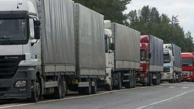 Пока еще есть асфальт: грузовики месяц не будут пускать в город