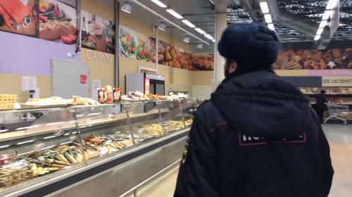 В Кохме в «Высшей лиге» на видео выявили еду с нарушением правил хранения