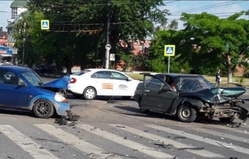 В ДТП на 10 Августа и Марии Рябининой пострадал один человек