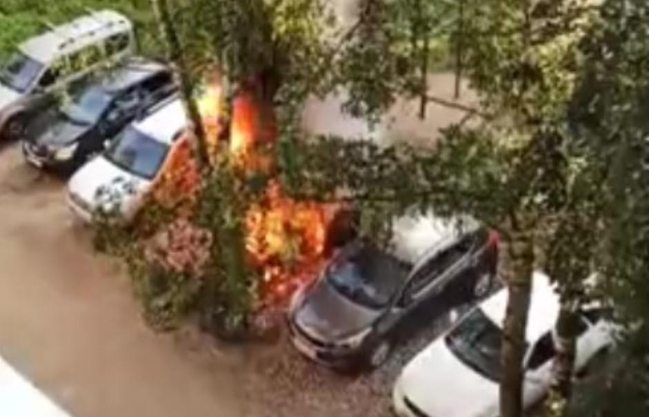 Пожар на Воронина: сгорели два автомобиля, пострадавших нет