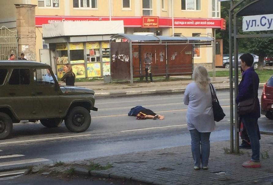 Авария на Суворова: в ДТП военный УАЗ сбил человека