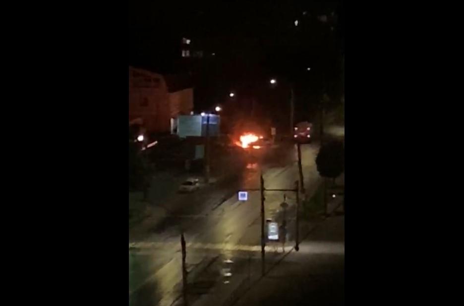 Пожар у Центрального рынка на видео: на Богдана Хмельницкого сгорел Porsche Cayenne