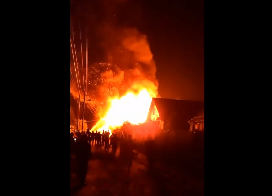 Пожар в Родниках Ивановской на видео области уничтожил несколько домов