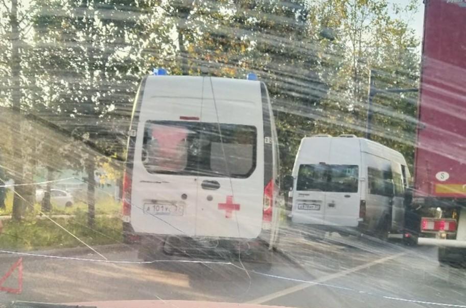 В ДТП с маршруткой 136 на Шубиных пострадали три человека