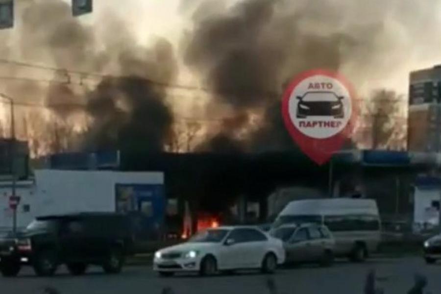 Пожар на заправке «Газпром» у «Тополя» на видео: один пострадавший