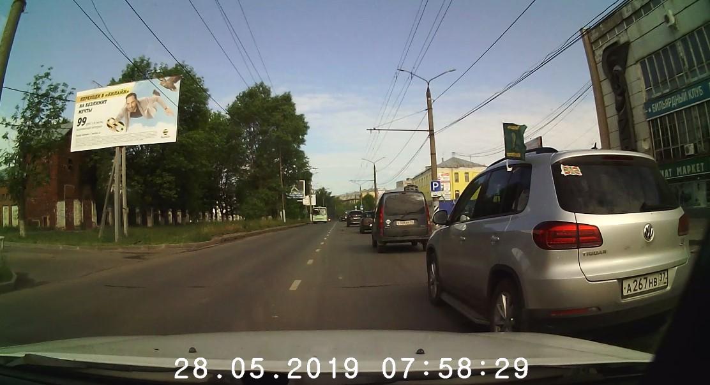 Машина с флагом погранслужбы вытолкнула на встречную редактора «Иваново37»