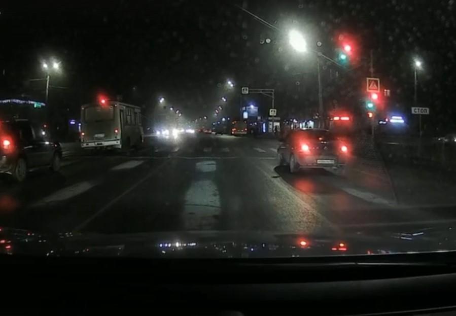 Опубликовано видео момента аварии на Лежневской