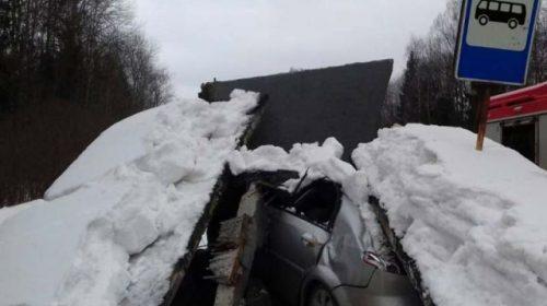 Авария на трассе Родники-Иваново с пострадавшим: машина врезалась в остановку