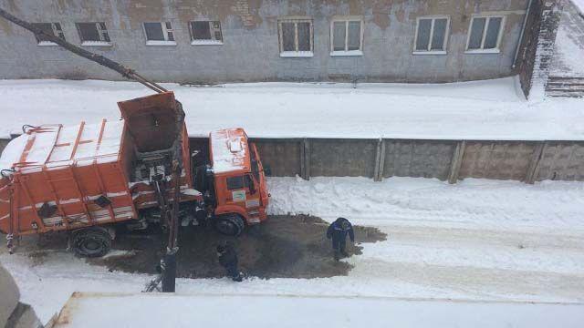 ДТП с мусоровозом в Кинешме: поврежден участок теплотрассы