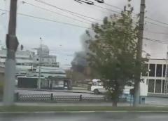 Пожар на Зверева недалеко от площади Пушкина: на видео горит кровля перчаточного цеха
