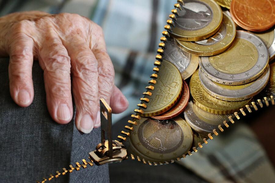 В Кохме над пенсионером «прикололись» на полмиллиона рублей