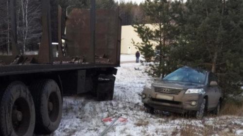 КамАЗ сбил стоящую Toyota на дороге Ковров-Шуя-Кинешма
