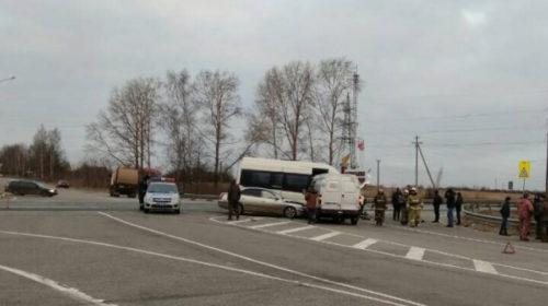 Микроавтобус с людьми спровоцировал ДТП под Фурмановом на трассе