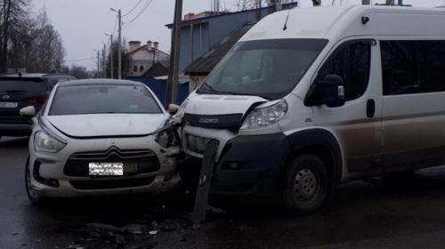 ДТП с маршруткой на Революционной: в Иванове пострадала 12-летняя девочка