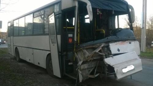 ДТП автобуса и грузовика в Иваново: пострадали 10 человек