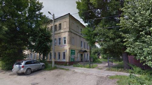 Суд обязал капитально отремонтировать крышу дома на улице Станко