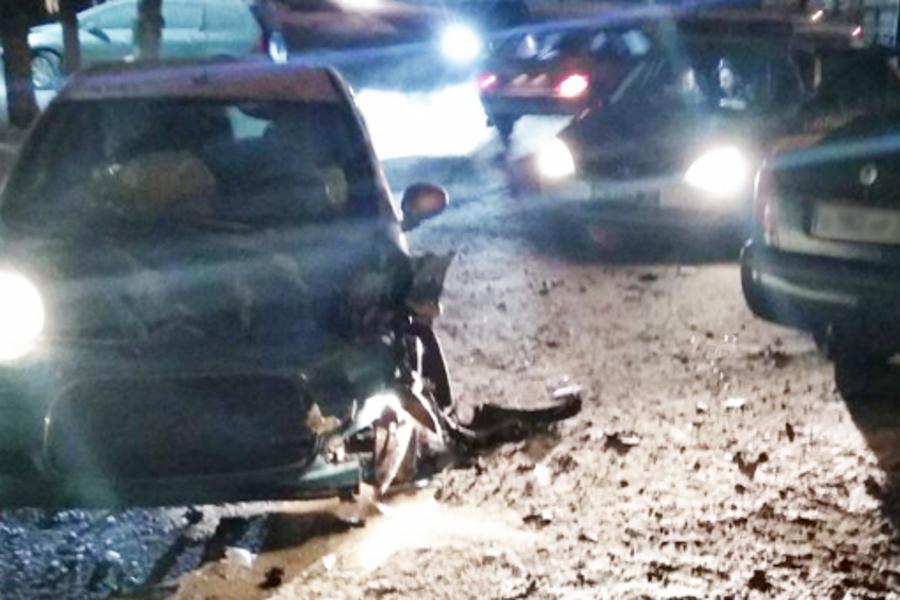 Пьяная автоледи с ребенком в машине устроила ДТП в Кохме на Почтовой