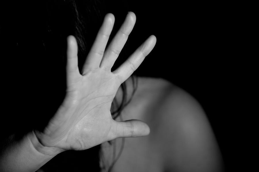 Житель Кинешмы может сесть за избиение девочки, кражу и неуплату алиментов