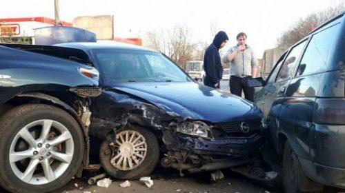Тройная авария произошла в Кинешме рядом с гипермаркетом «Магнит»