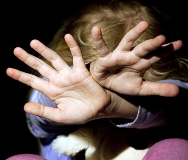 За ремень семь лет: против отчима возбудили уголовное дело