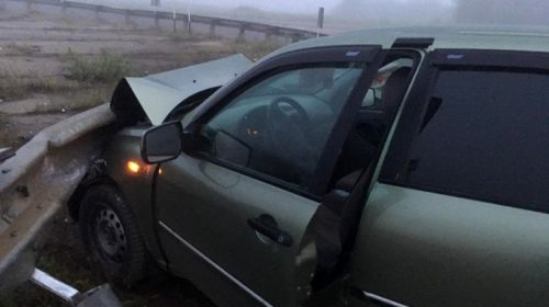 Авария в Вичугском районе: «ВАЗ» налетел на ограждение дороги