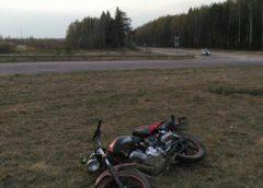 Мотоцикл на трассе «Заволжск-Кострома» врезался в бордюр и опрокинулся