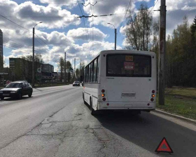 В Иванове зажатого дверью 12-летнего мальчика автобус протащил по дороге