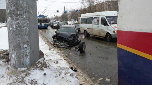 Авария на Строителей у пожарной академии: водитель пьян
