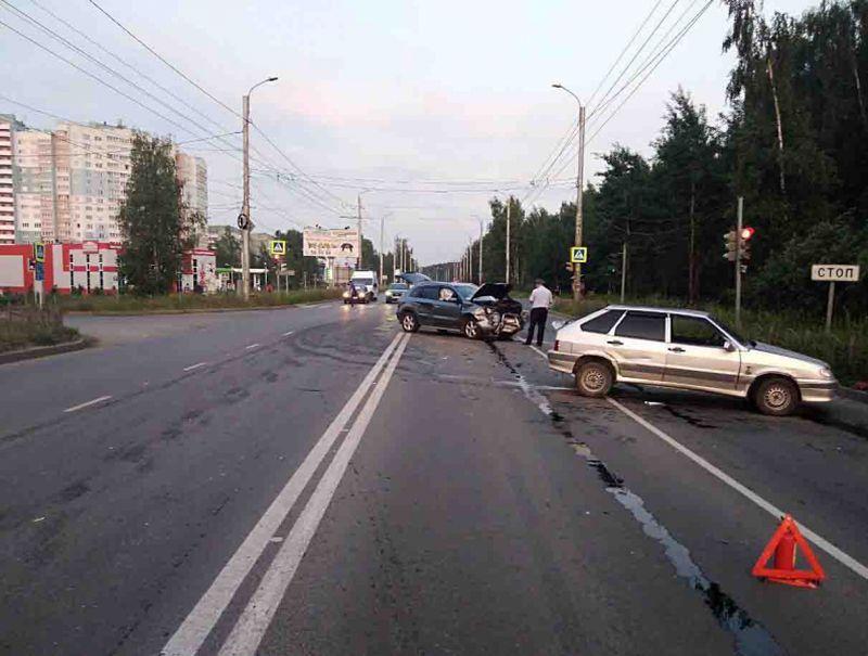 Оба водителя пострадали после аварии в микрорайоне ДСК