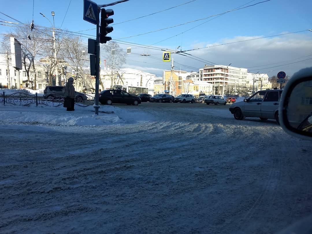 Снег в Иванове не успевают убирать: МЧС предупреждает о снегопаде