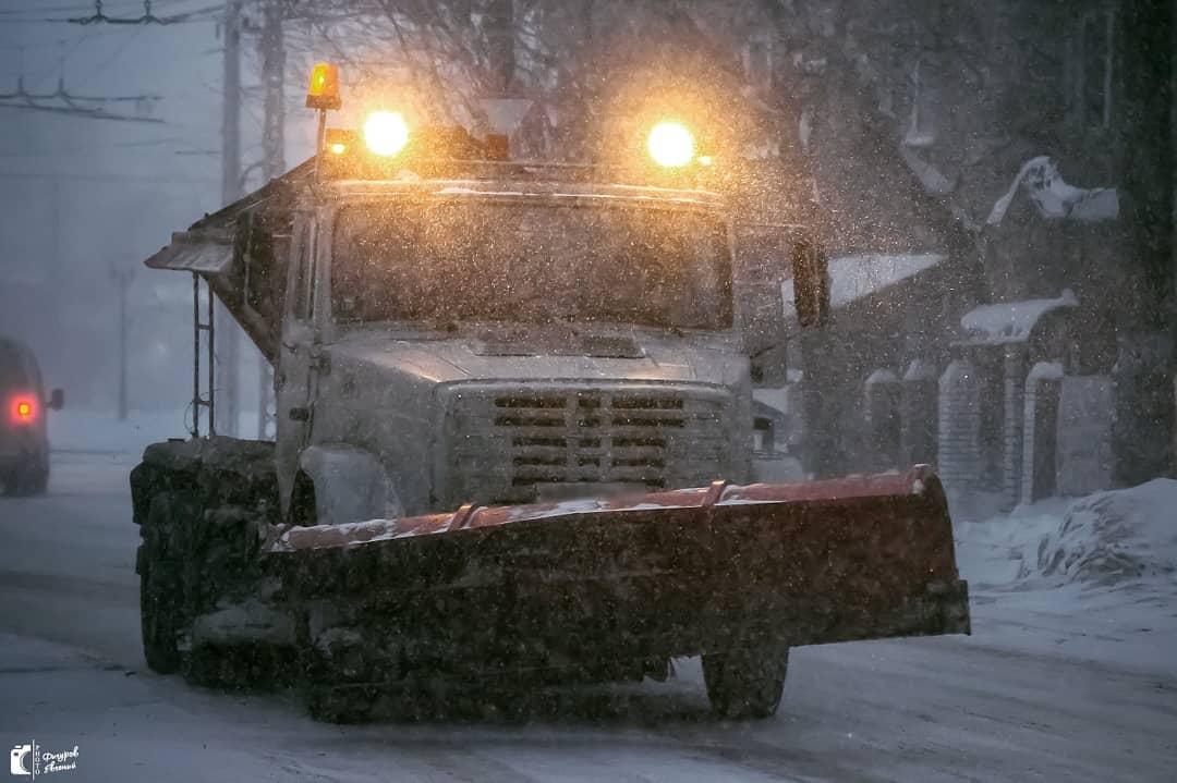 Едут с поднятыми отвалами: уборка снега с дорог вызвала недовольство
