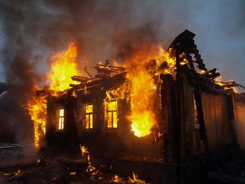 В Вичуге горел дом – хозяин жилища госпитализирован с ожогами