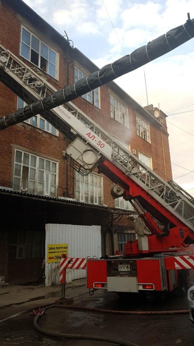 Пожар на Икрянистовой Наговицыной: горело здание фабрики Балашова