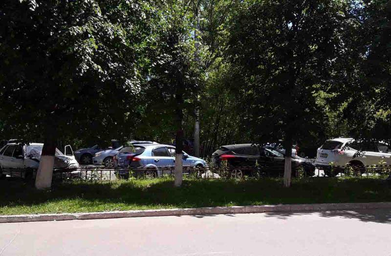 На Рабфаковской «ВАЗ» спровоцировал столкновение четырех автомобилей