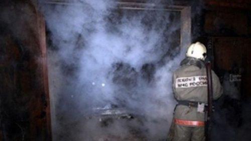 На Кудряшова горел гараж: пожар повредил автомобиль