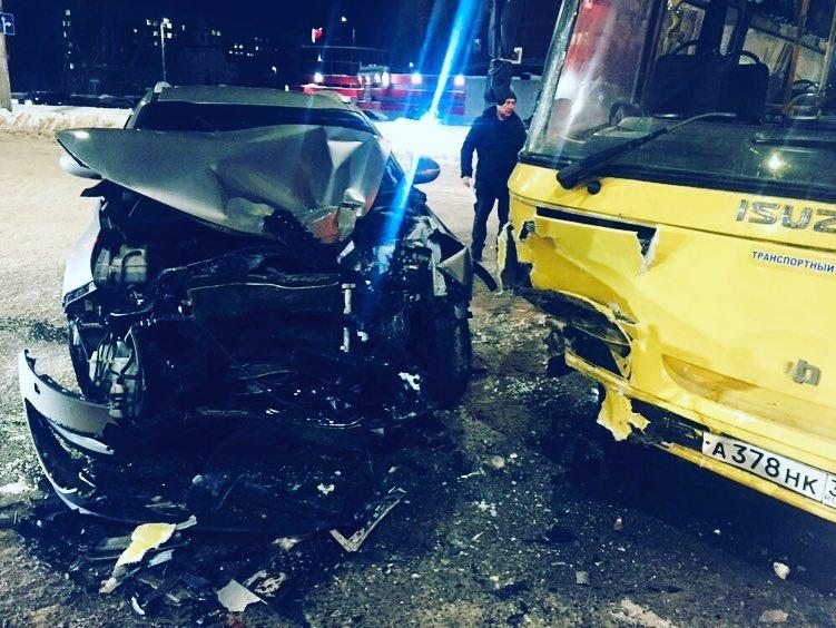 Авария на Куконковых: шесть человек пострадали, среди них дети