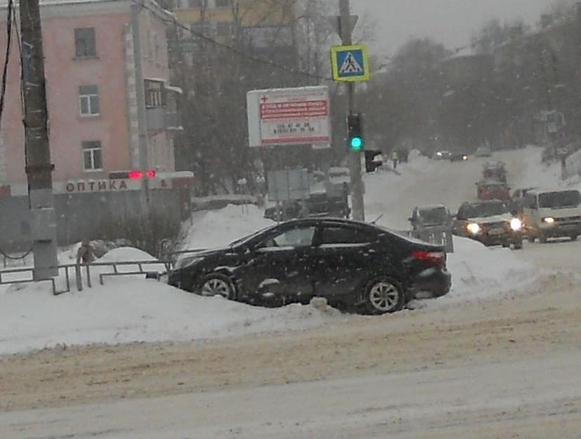 Авария на Шереметьевском проспекте могла произойти из-за снега на дороге