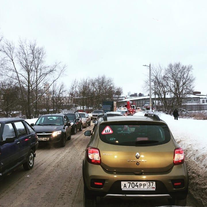 Пробка в «Зубковский двор» на Фабричном проезде блокировала целый район