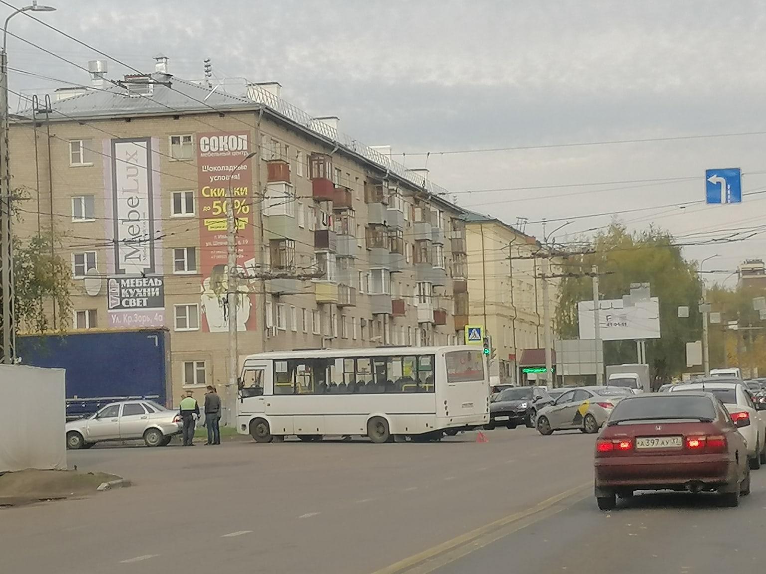 В ДТП маршрутки на пересечении Куконковых — Строителей пострадал ребенок