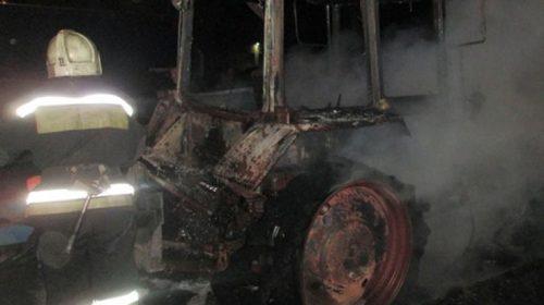Пожар в Куликово: сгорели два трактора