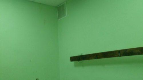В школе №39 на голову детям в гардеробной течет канализация