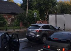 Две легковушки и фургон столкнулись на перекрестке Б.Воробьевская – Велижская