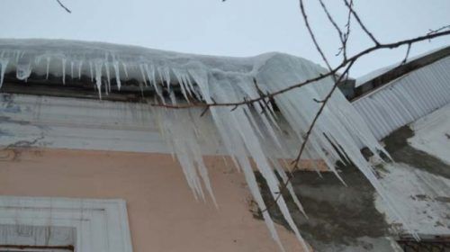 Сосульки на домах Иваново в администрации считают каждый день