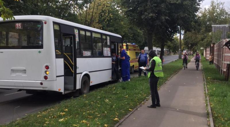 Авария с участием двух автобусов на Лежневской: кондуктор получила перелом