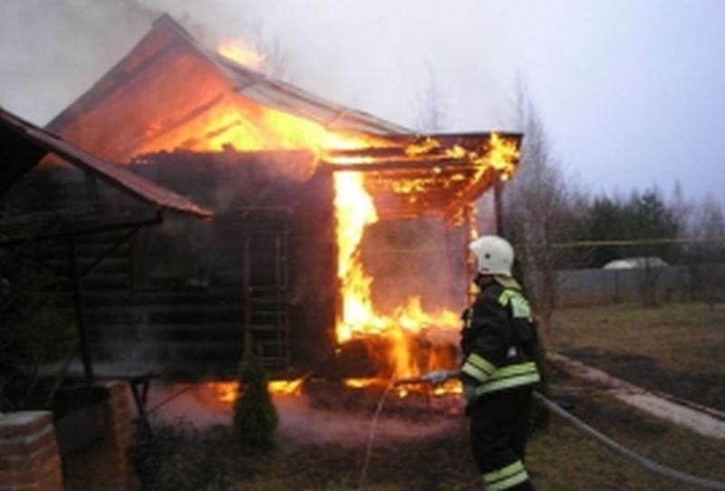 Три дачных дома сгорели в одной из деревень Ильинского района в выходные