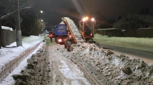 Остановка «Завод Королева» повреждена спецтехникой при уборке снега