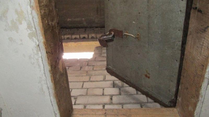 На 2-ой Талицкой 11-летний подросток упал с крыши четырехэтажки