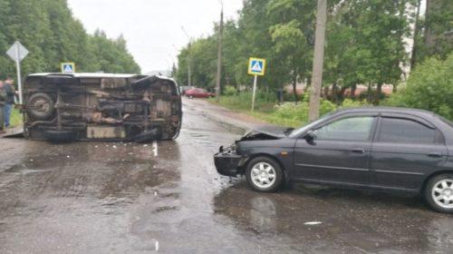 "Авария в Вичуге: на перекрестке опрокинулся ""УАЗ"""