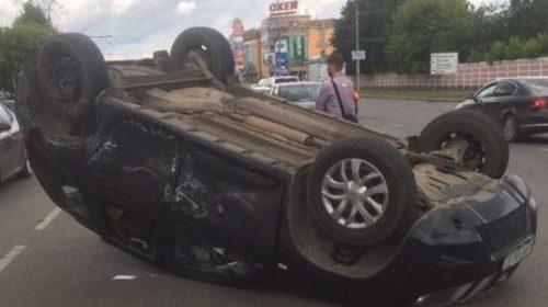 Авария на Лежневской: опрокинулся автомобиль «Ниссан»