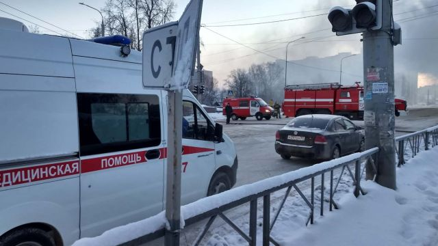 Движение транспорта в районе пожара на Жарова затруднено